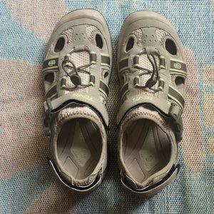 Teva size 9.5 hiking sandals
